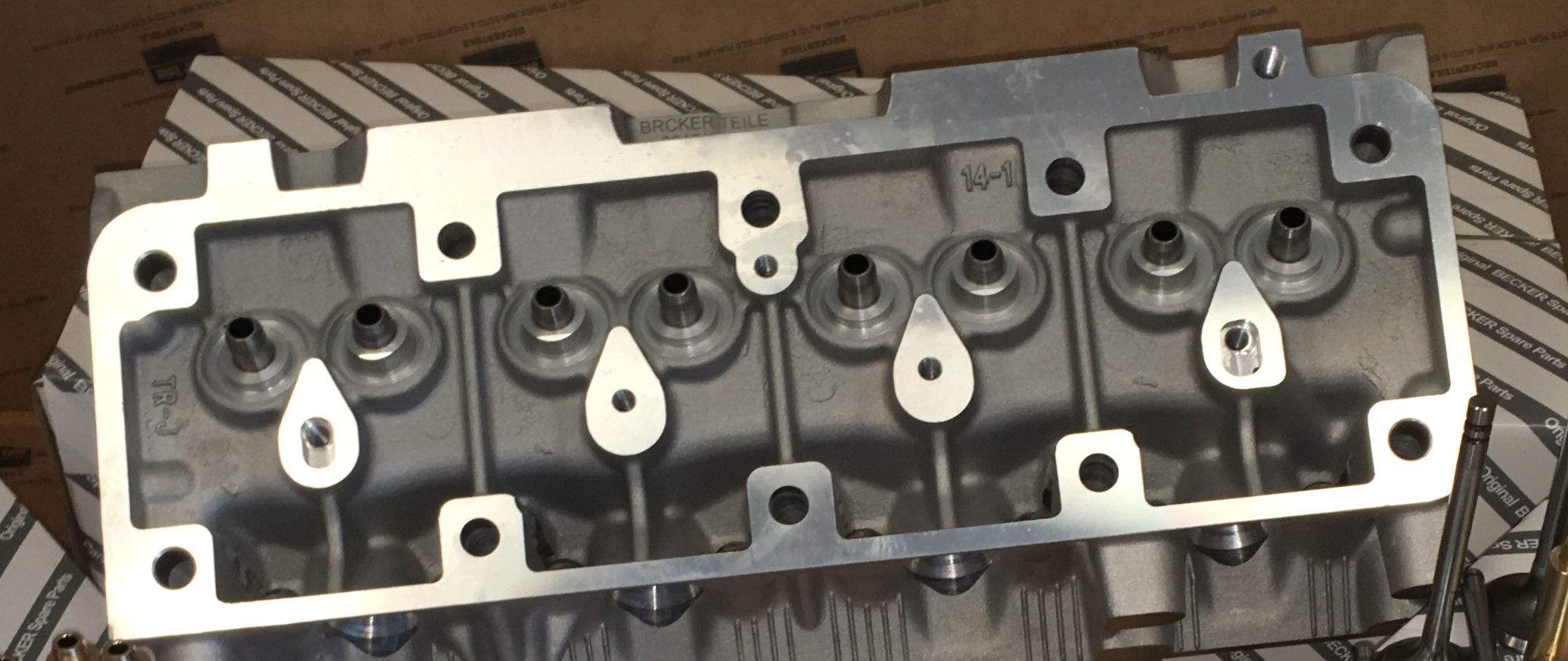 R5 C1J Engine Cylinder Head